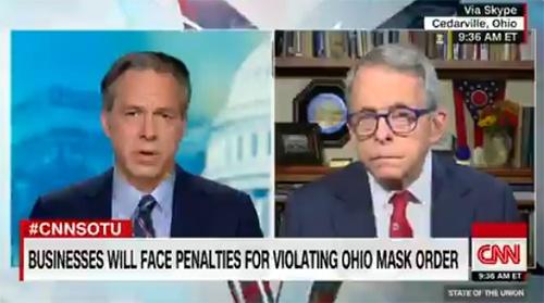 德温(右)连线CNN节目,视频截图