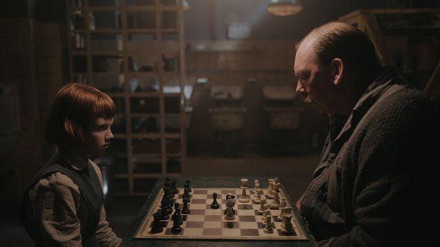 《后翼弃兵》掀起国际象棋风暴 奈飞再次提价引争议