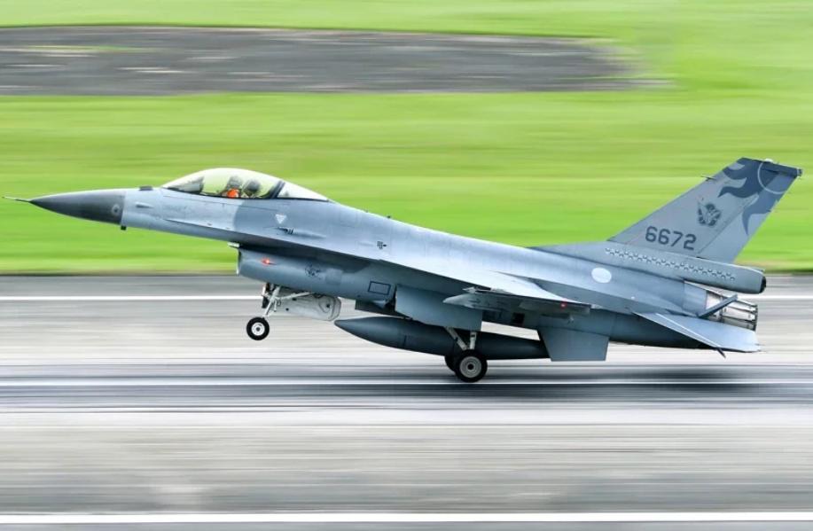 昨日失联的台军F-16战机原料图