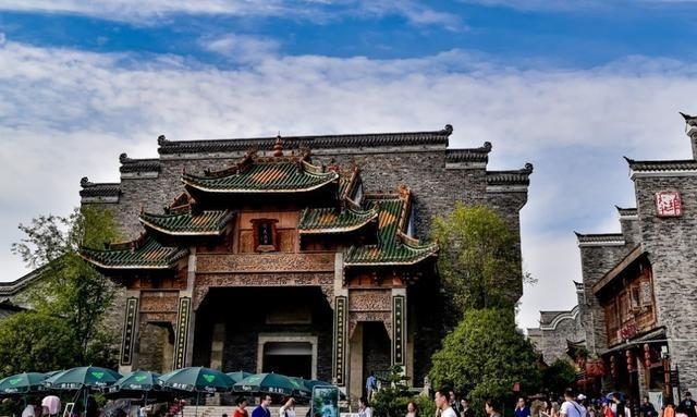 """武汉媲美""""颐和园""""的园林,耗资40亿,拥有117个展园,门票仅60"""