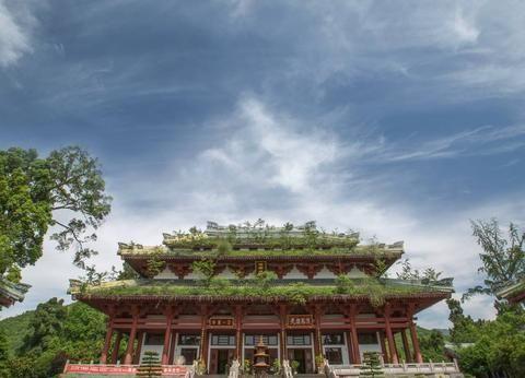 鹤鸣山,乃道教发源地之一,张道陵与张三丰皆有在此传道修行