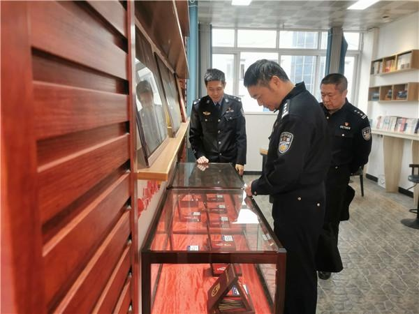 雅安市公安局二级高级警长李宝林一行到天全县公安局始阳派出所督导检查