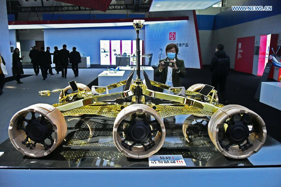 A visitor takes photos of the model of a manned lunar rover during the 2020 World Industrial Design Conference in Yantai, east China's Shandong Province, Nov. 25, 2020. The 2020 World Industrial Design Conference is held from Nov. 25 to 29 in Yantai. The conference also includes an exposition of China's top industrial designs, with over 800 domestic companies showcasing over 1,000 exhibits of new technology, new design and new products. (Photo by Sun Wentan/Xinhua)