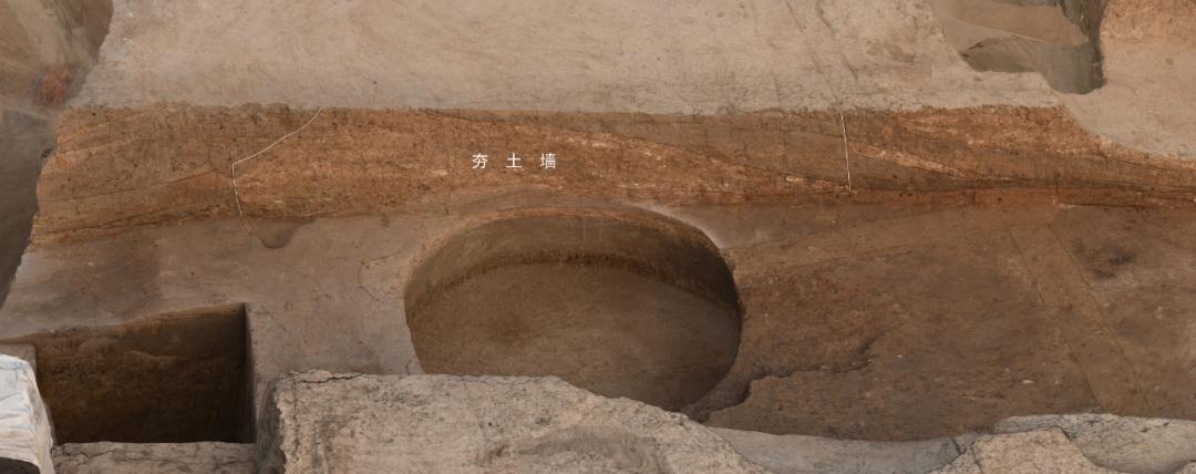 夯土大墙南部剖面(由西向东)