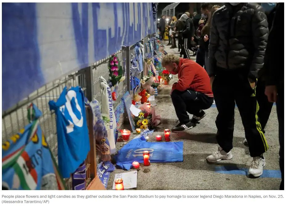 那不勒斯民众悼念马拉多纳。/ 美联社截图