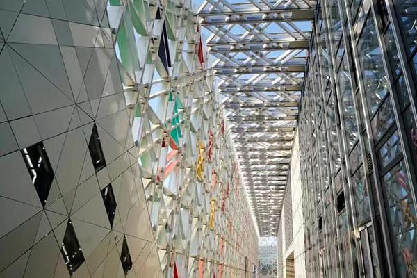北京2022年冬奥会冰球训练场馆五棵松冰上运动中心实现完工,将于本月底进行制冰。