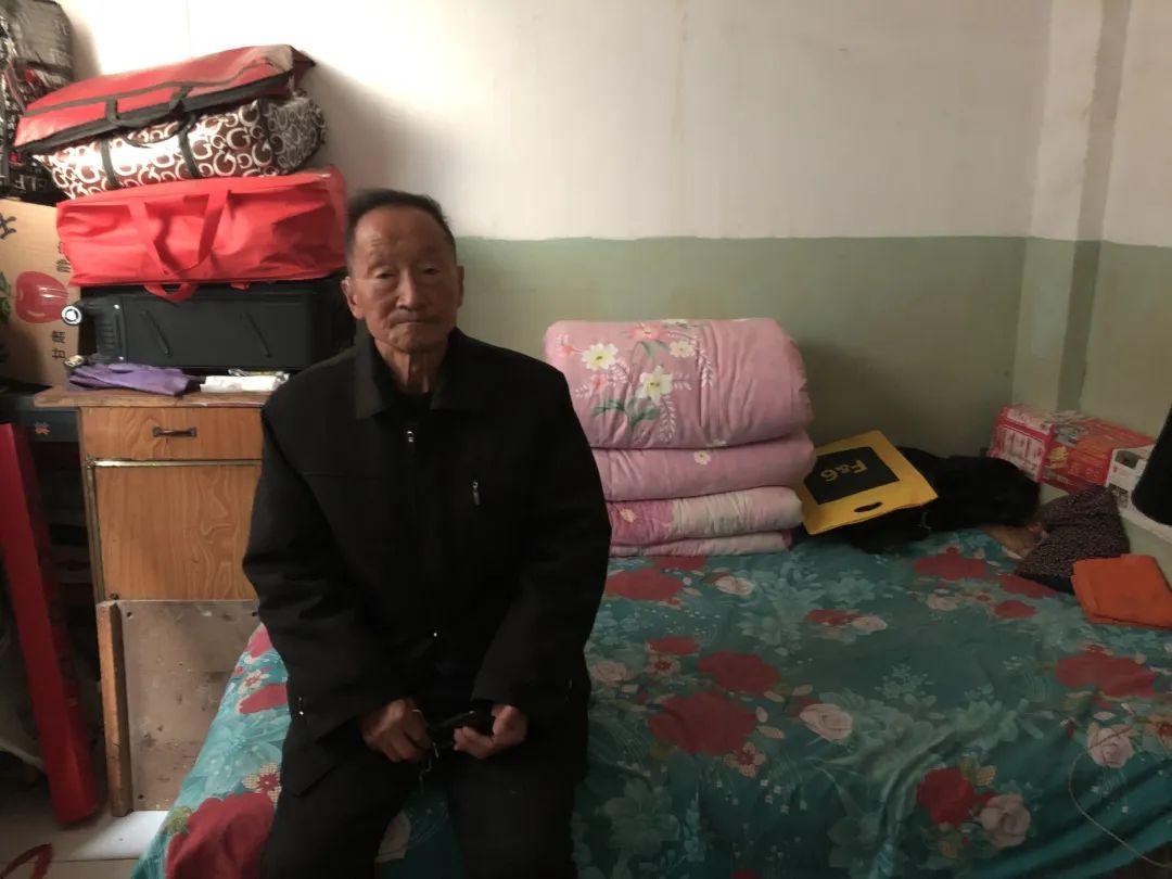 ▲党锁锁在出租屋。新京报记者 曾金秋 摄