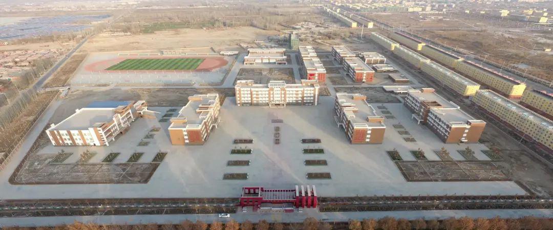 """图:澳大利亚战略政策研究所""""报告""""中所称的""""拘留中心""""(坐标:38.9046N,77.6153E),实际上是新疆喀什地区麦盖提县中学"""