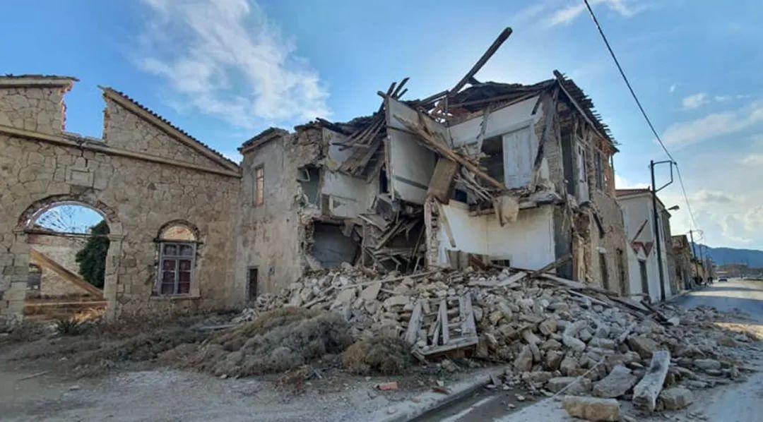 10月30日,喜欢琴海东部的希腊萨摩斯岛附近海域30日发生6.6级地震,希腊首悦目典等地有清晰震感。新华社发