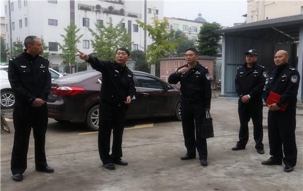 雅安市公安局二级高级警长李宝林到天全县公安局交警大队检查指导交管工作