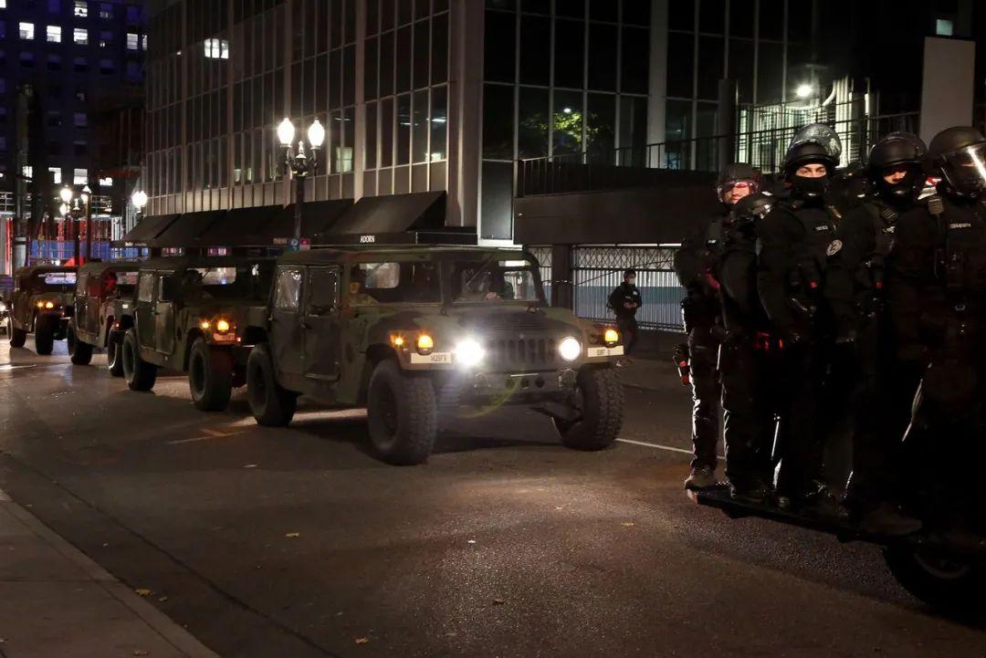 大批国民警卫队已被安放。