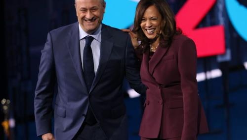 哈里斯的外子参与其竞选活动 图源NBC