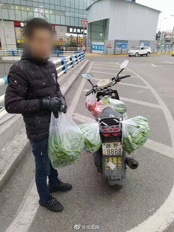 """男子网购""""越野8888""""车牌上路 成功引起交巡警注意:扣分!……"""
