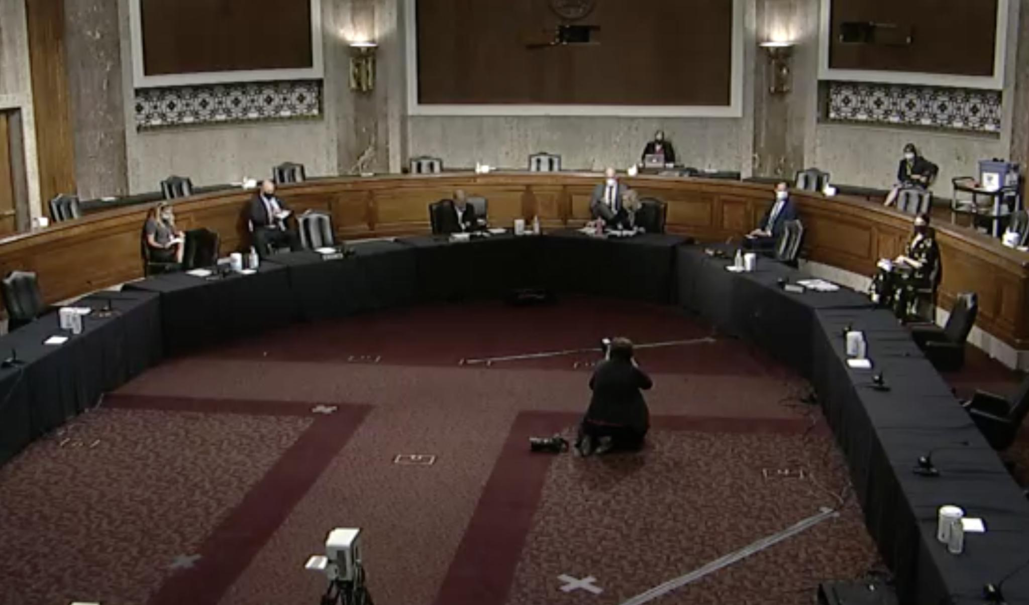 美国参议院军事委员会对2021年国防授权法案进行辩论 视频截图