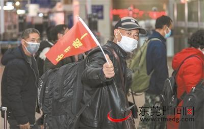 ▲2月20日,广州南站,来莞人员走出车站。疫情期间,吾市始末众栽手段,接回外来务工者
