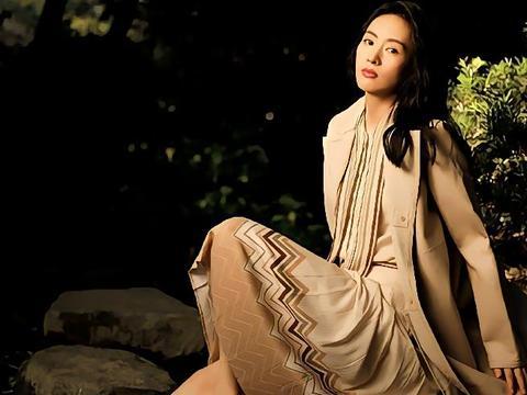 童瑶演绎《VOGUE服饰与美容》十月号大片,温暖色调