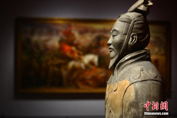 """原料图:2019年,""""平天下—秦的联相符""""展览中的文物。中新社记者 张远 摄"""