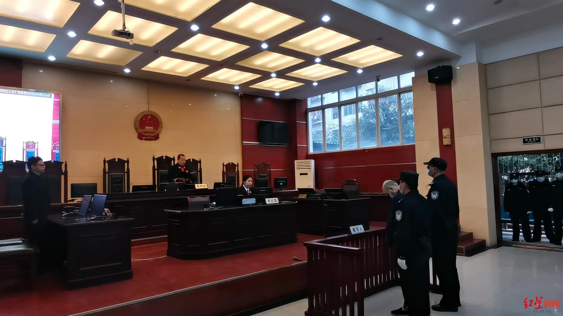 ↑文某平在法庭上。
