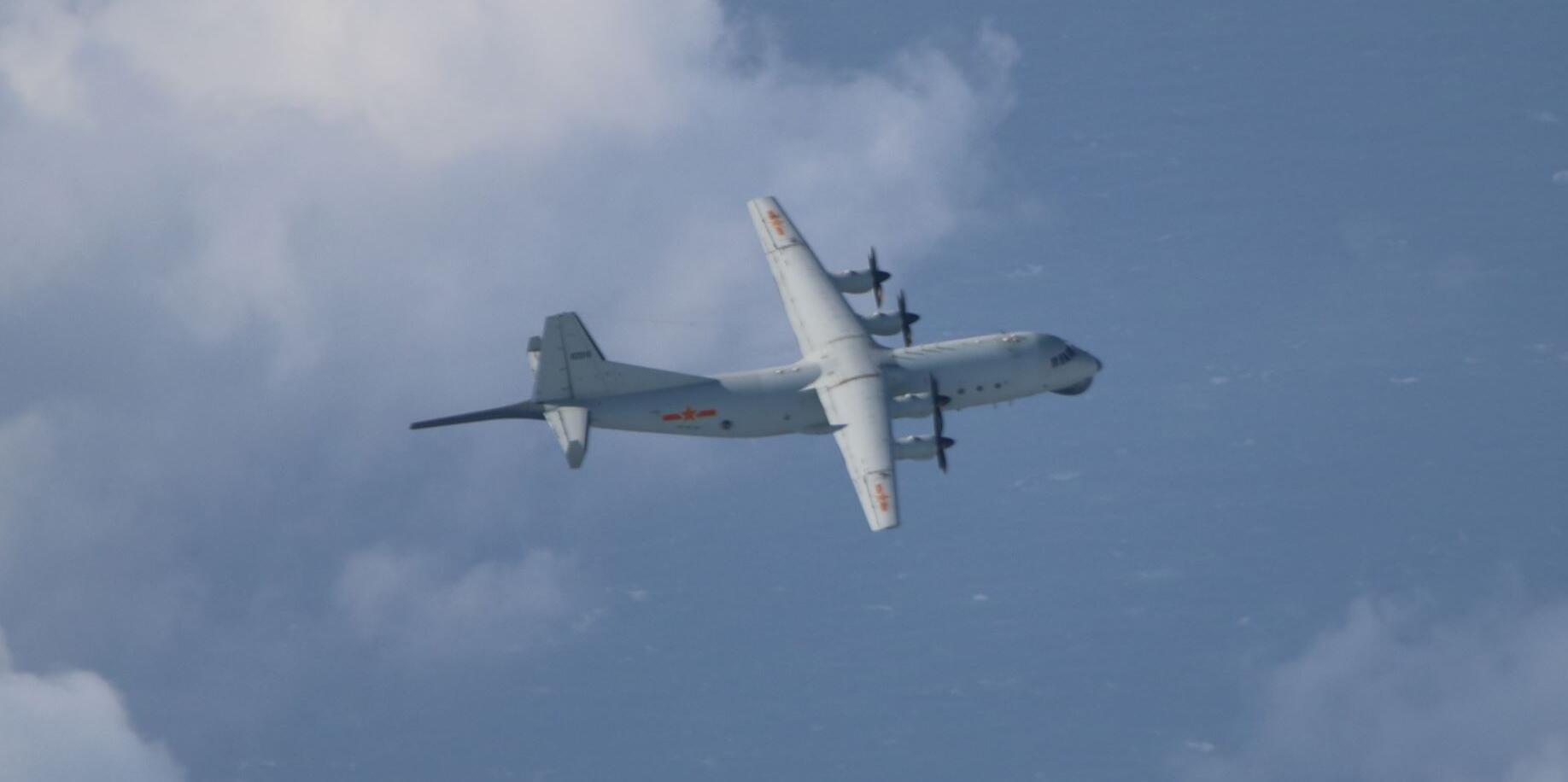 台湾空军11月28日拍摄到的,我军运-8反潜机 图源:台军