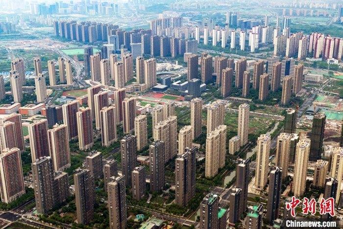 资料图:航拍南京雨花台区一处楼盘。 中新社记者 泱波 摄