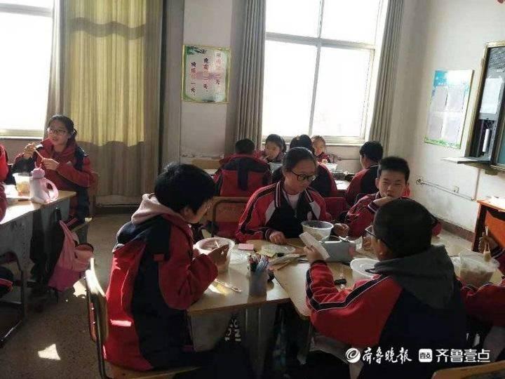 小水饺大关爱——利津县陈庄镇中学情暖冬至爱心妈妈进校园