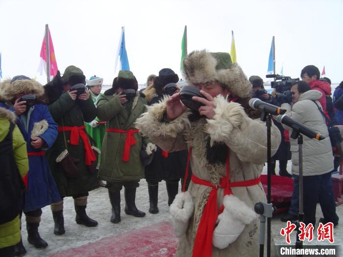 图为祭湖仪式。 赤峰市文化和旅游局供图