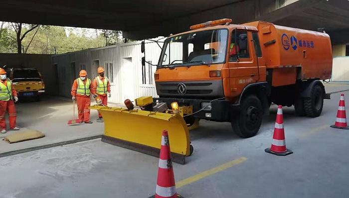 霸王级寒潮来袭,上海市道路养护行业24小时轮岗值班