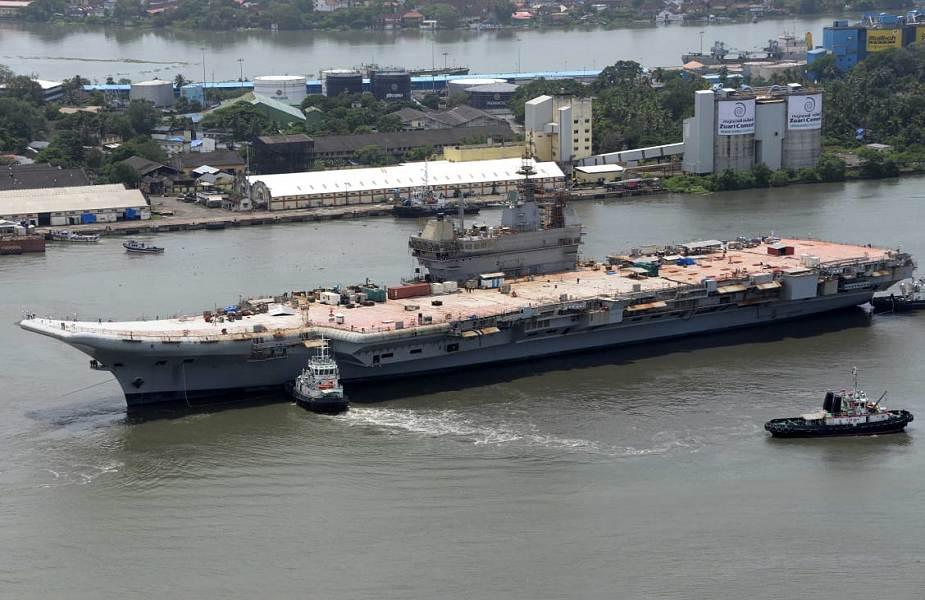 """印度""""维克兰特""""号航空母舰进行首次系泊试验"""
