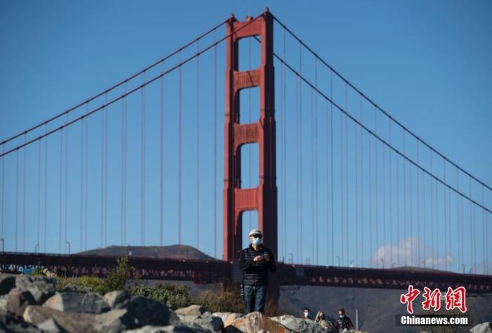 美国加州日新增确诊超6.6万例破纪录