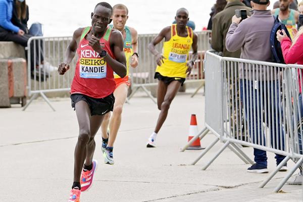 57分32秒!肯尼亚小将打破男子半马世界纪录