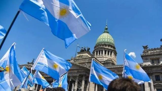 """劫富济贫?阿根廷立法设新冠""""富人税""""补充抗疫资金"""