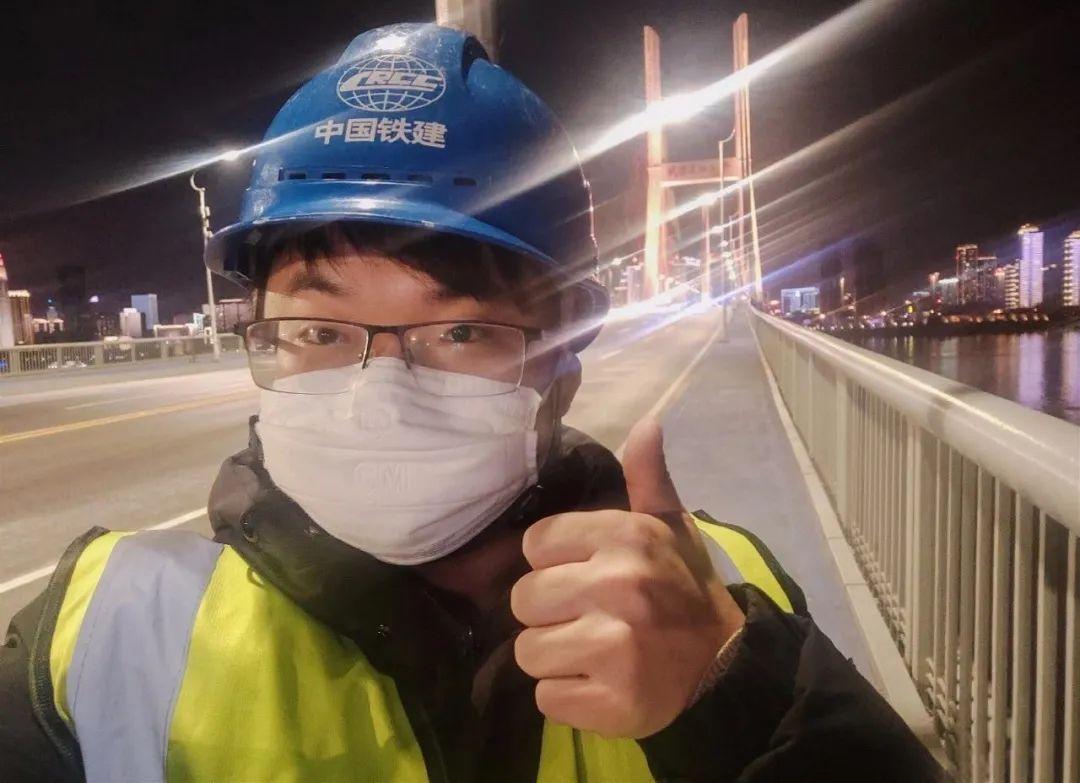 温瑞在武汉长江二桥做事