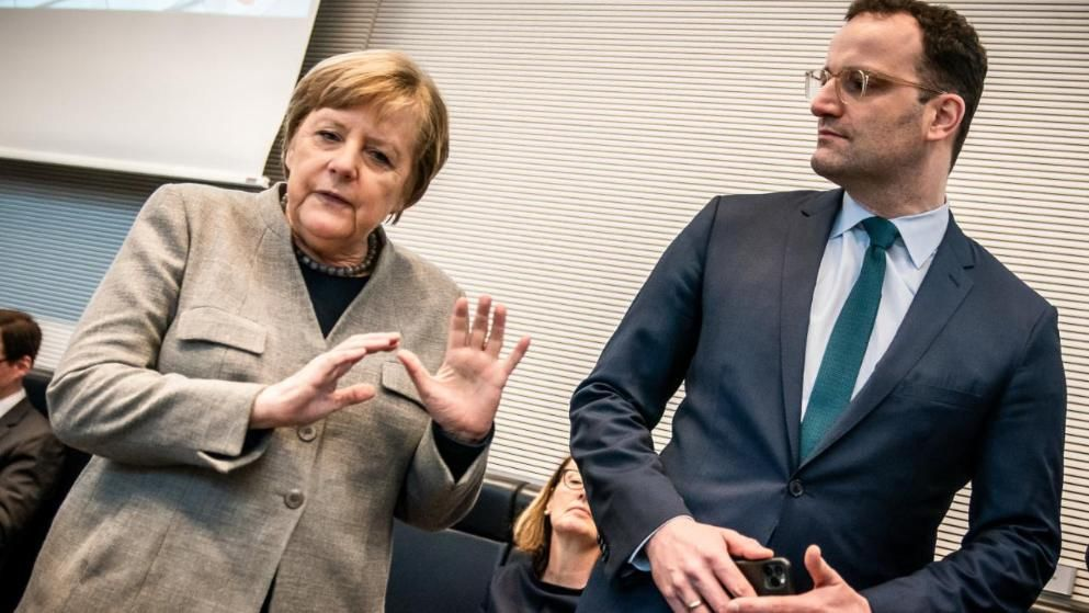 默克尔与德国卫生部长,图源:德新社