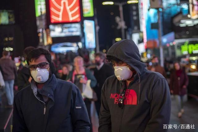 △ 3月7日,美国纽约曼哈顿时报广场,戴口罩的走人。