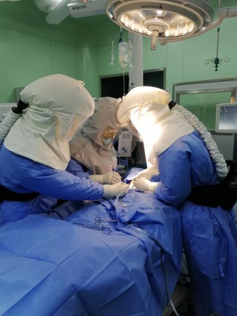 """刀尖上""""跳舞"""" 武汉协和西院气切尖刀队完成新冠肺炎危重症患者气管切开术"""