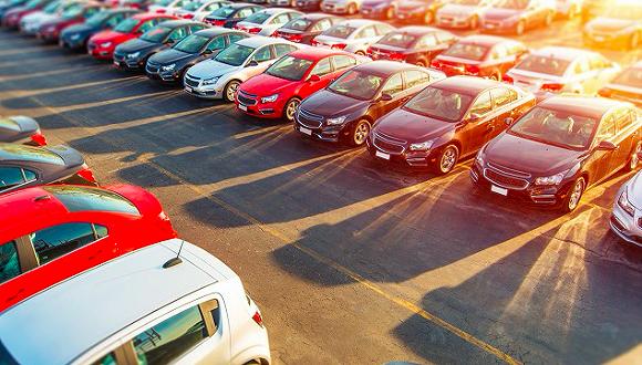 疫情对美国汽车消费市场影响开始显现,分析师预测车市销量最坏情况将下滑15%