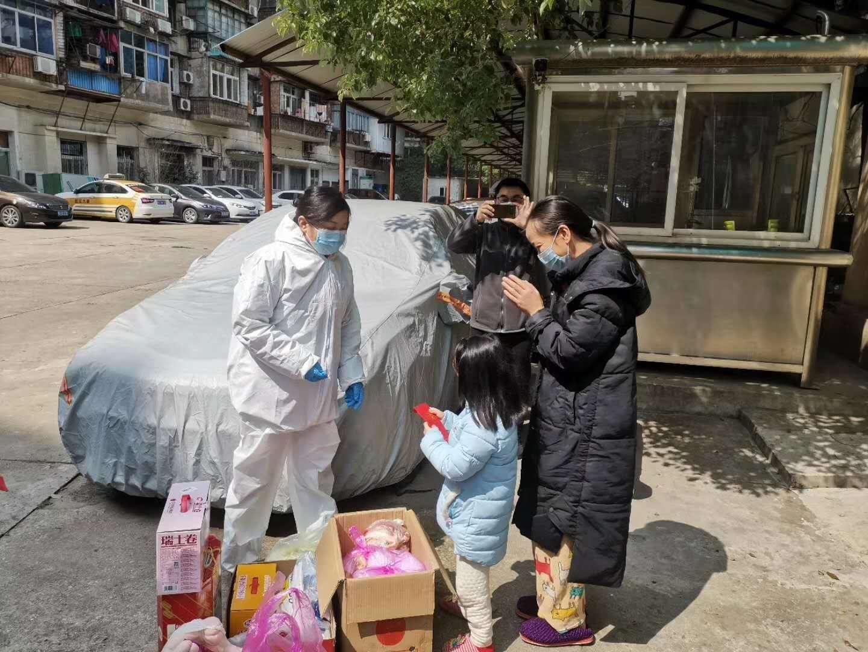 巴铁,我们来了!中国69.9吨抗蝗、抗疫物资驰援巴基斯坦