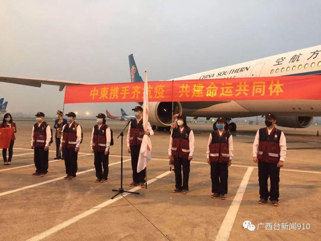 中国政府赴柬埔寨抗疫医疗专家组出发前往柬埔寨,全部7名成员由广西选派!