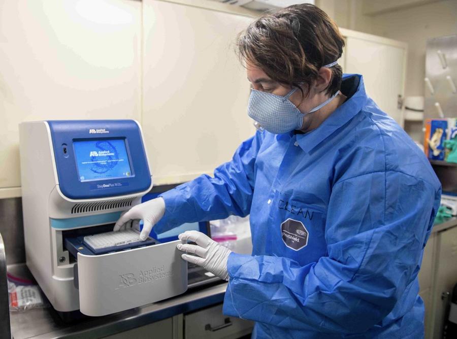 美军已开始为一些海外执行任务的军舰进行新冠病毒检测。