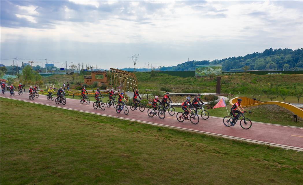 不竞速,重参与!四川邛崃举行全民健身绿道自行车骑游活动