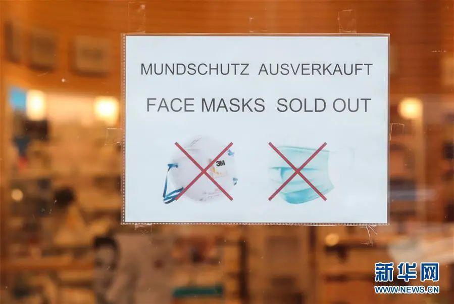 ▲这是3月9日在德国首都柏林一家药店外拍摄的口罩售罄的告示。(新华社记者 单宇琦 摄)