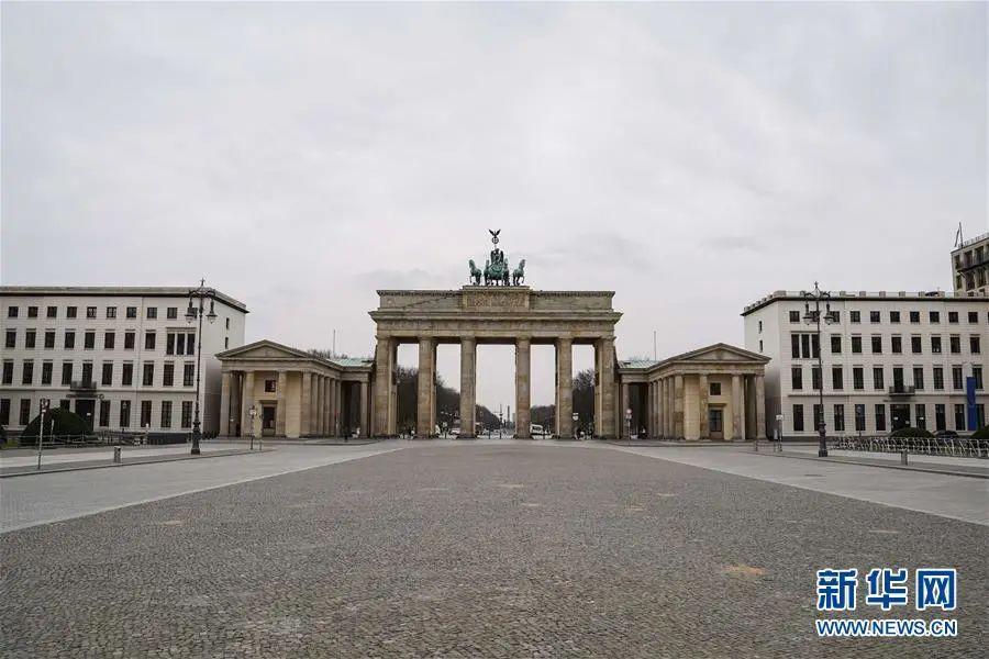 ▲3月20日,在德国首都柏林,勃兰登堡门前空无一人。( 新华社记者 任珂 摄)