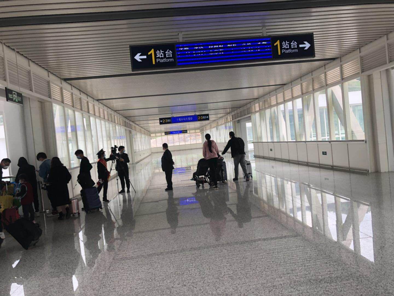 十堰东站进站通道人流较少。受访者供图