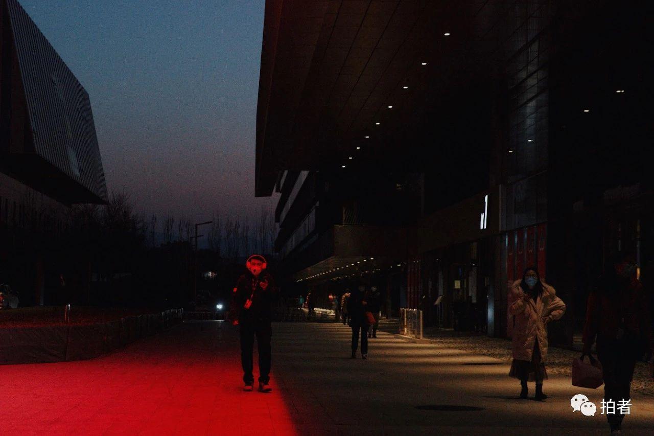 △3月16日,西二旗中关村软件园,分散下班的员工。