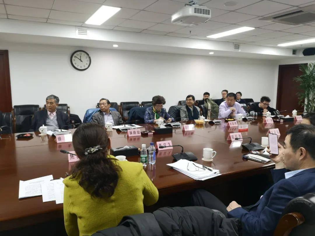 1月19日晚,国家卫生健康委召开紧急会议