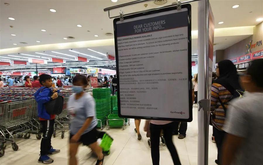 当地超市贴出的限购通知 图片来源:新华网