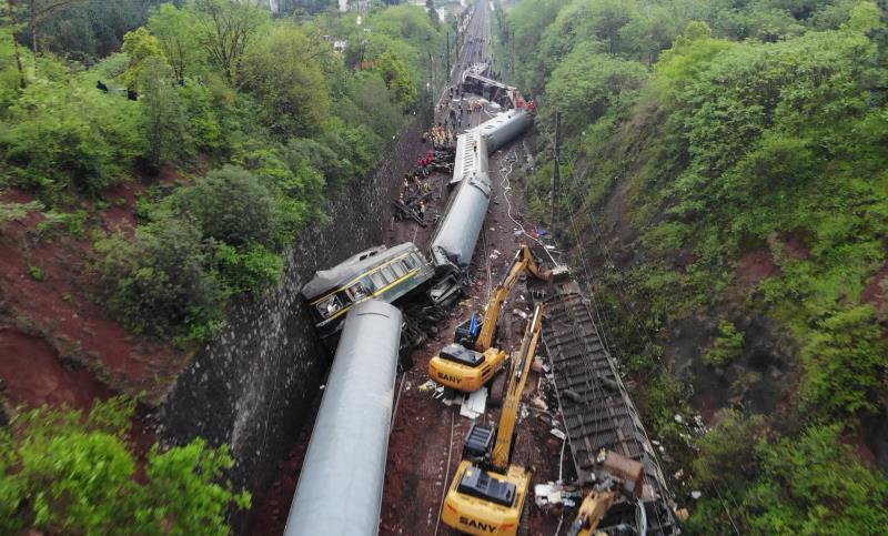 京广铁路郴州段塌方区段恢复通车