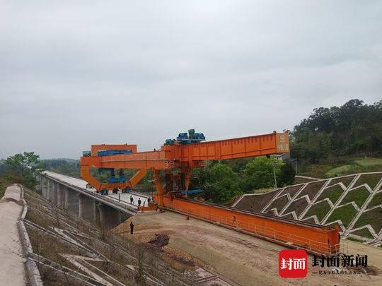 川南城际铁路冷水冲双线特大桥箱梁架设完成
