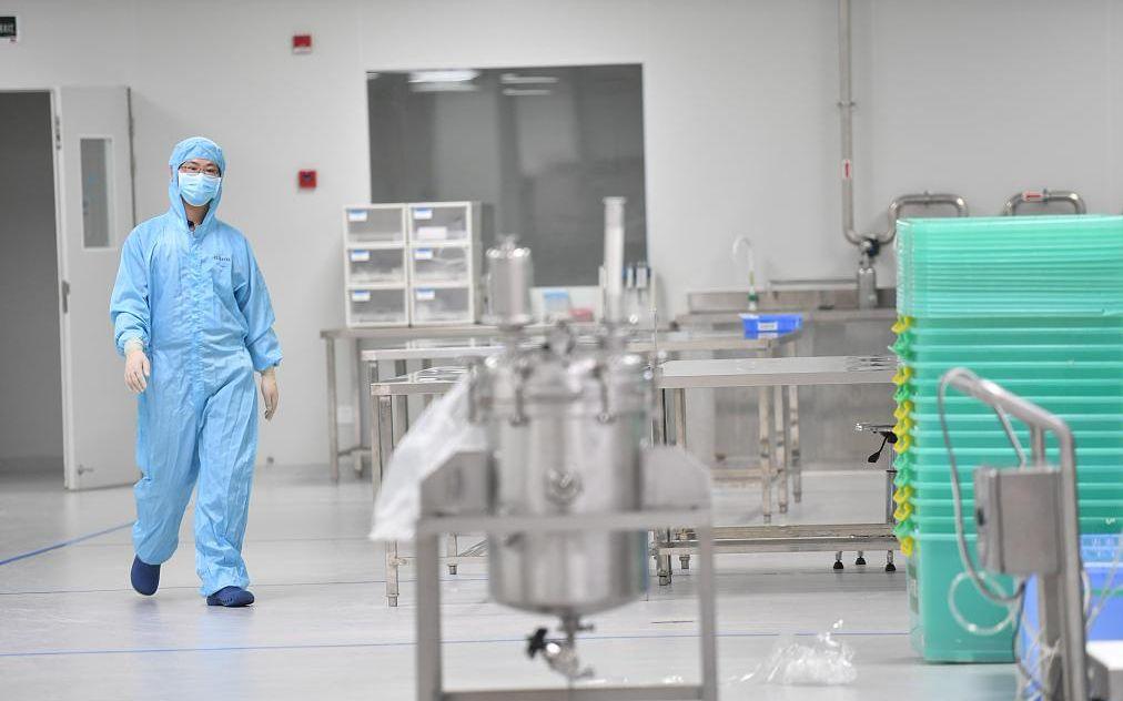 某新型冠状病毒检测试剂盒生产企业。图片来源:人民视觉