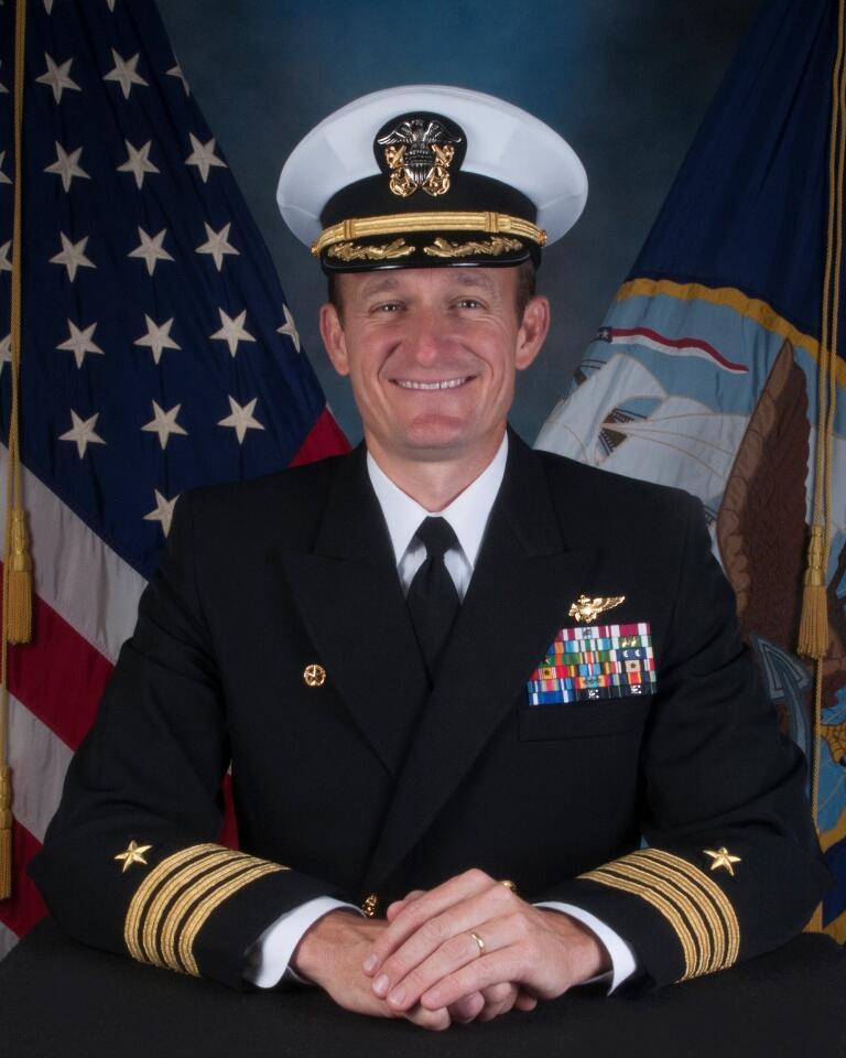 """""""罗斯福""""号舰长克罗泽尔 图自:美国海军"""